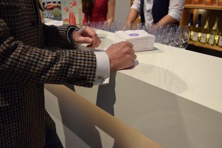 Bild: Luxus Manschetten von Morent Exclusive Accessoires an der Jules Mumm Bar auf der Fashion Week Berlin