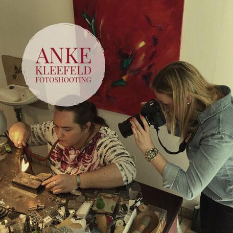 Fotoshooting Anke Kleefeld bei der Herstellung von Manschettenknöpfen