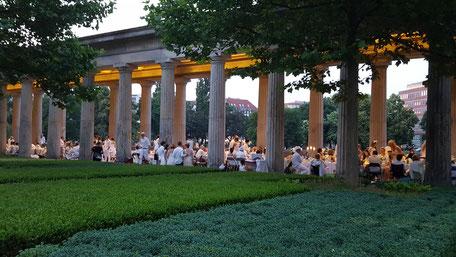 Bild: Diner en blance in Berlin 2016