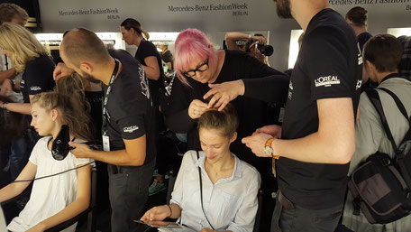 Bild: Styling der Models Backstage Fashion Week Berlin