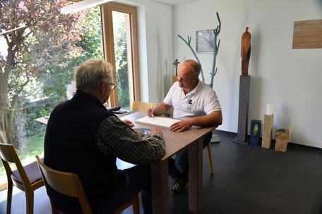 Hermann Rudolph im Kundengestpräch