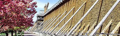 Laga Bad Dürrenberg 2022 :  Der Bad Dürrenberger Kurpark mit seinem langen Gradierwerk ist das Aushängeschild der Stadt.  Tausende Besucher und Bad Dürrenberger genießen die salzhaltige Luft entlang der Gradierbauten.