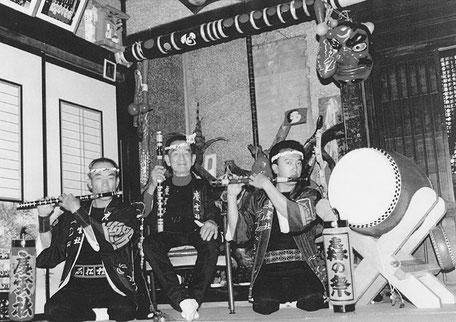 常磐会創設者・鈴木文夫(中央)、名誉会長・鈴木勝巳(左)、康一(右)