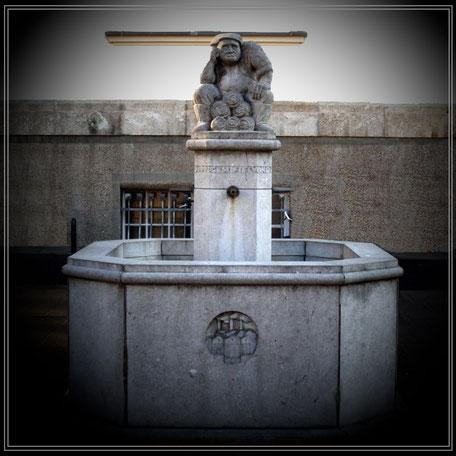 Brunnen vor dem Neptunbad in Ehrenfeld