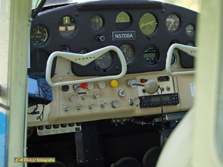 Cessna C172 Skylane - N5708A Cockpit