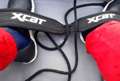 XCAT-Segeln mit Fußgurten zum Ausreiten übers Wasser