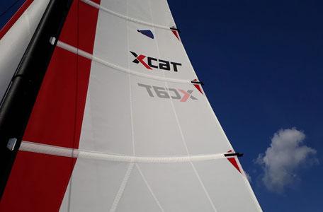 XCAT-Segeln auf der Ostsee, Segeltuch, blauer Himmel, tolle Farben