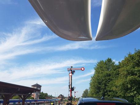 XCAT-Segelkatamaran | Nordsee Sylt-Autozug Dachtransport Bahnhof
