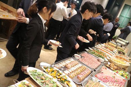 多くの美味しそうな料理が並びました。