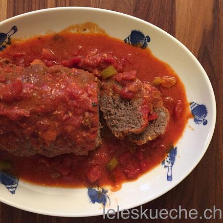 Hackfleischbraten mit Tomatensauce