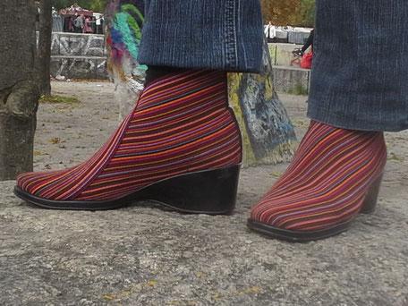 San Miguel Shoes Deutschland mit dem Boot Premier in red multistripes
