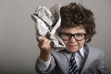 ビジネスマン姿の子供