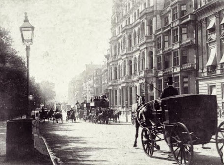 Horse carriages in Victorian London