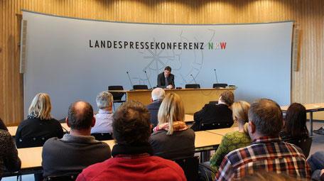 Diskussion mit Thomas Marquardt MdL in der Landespressekonferenz NRW über aktuelle landespolitische Fragestellungen. Sie haben hier die Möglichkeit, Fragen die Ihnen unter den Nägeln brennen, zu stellen