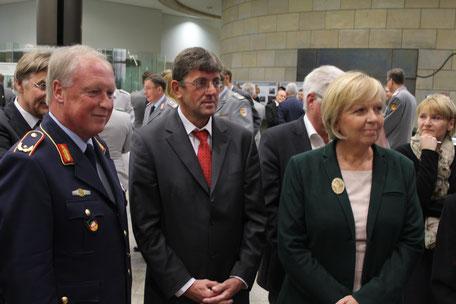 Thomas Marquardt zusammen mit Brigadegeneral Peter Gorgels (Landeskommando NRW) und Ministerpräsidentin Hannelore Kraft