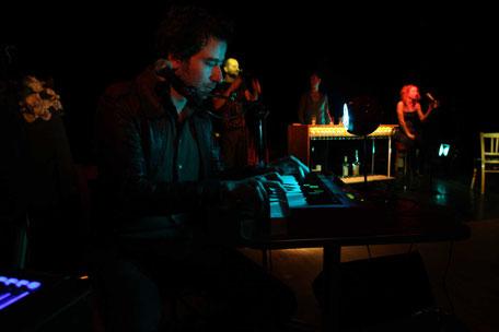 Photo (c) Franck Ternier - 8760 heures - Théâtre à cru - Alexis ARMENGOL