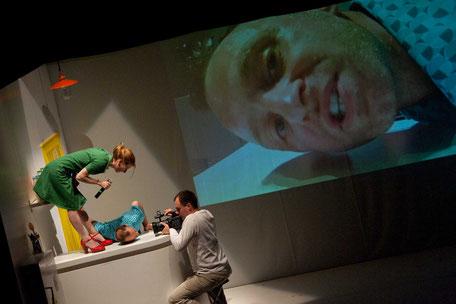 Photo (c) Bertrand Cousseau - Toi, tu serais une fleur, et moi à cheval - Théâtre à cru - Alexis ARMENGOL