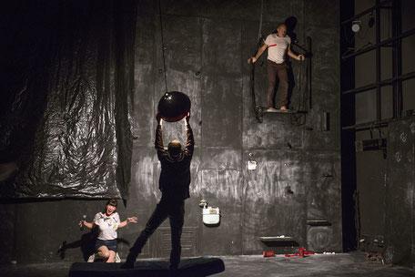 """Photo (c) Elisabeth Carecchio - Spectacle """"A ce projet personne ne s'opposait"""" - Thêatre à cru - Alexis Armengol"""
