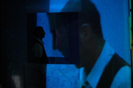 Photo (c) Franck Ternier - Il y a quelqu'un ? - Théâtre à cru - Alexis ARMENGOL
