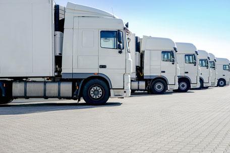Ausgelastete LKWs im Verteilverkehr