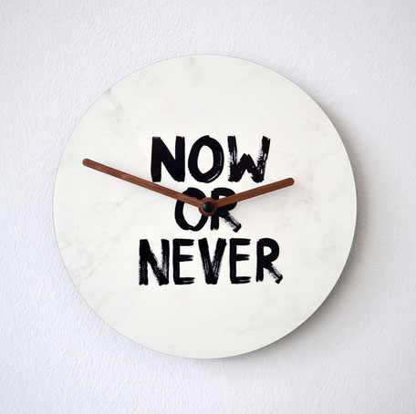 """Wanduhr """"NOW OR NEVER"""""""