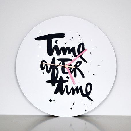 "handlettering Wanduhr ""time after time"""