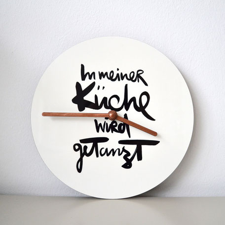 wanduhr kuche handlettering in meiner ka 1 4 che wird getanzt kuchenuhr