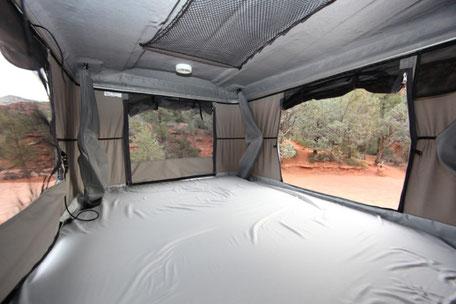Интерьер палатки на крышу Evasion Evolution от James Baroud.