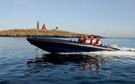 äventyr med båt för svensexan