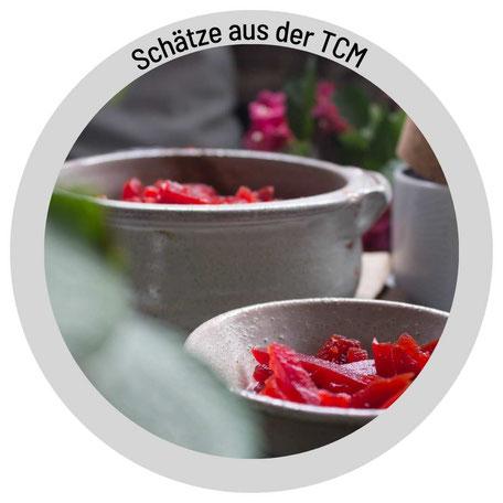 Infobox Esslöffel in grün, Schrift Pickles, Glas mit sauren Gürkchen, TCM