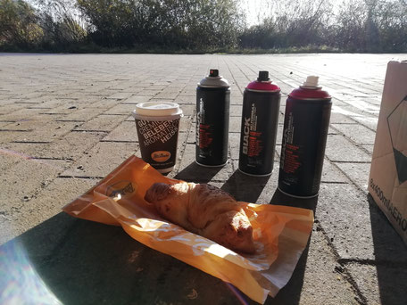 Coffee-Cans-Croissants