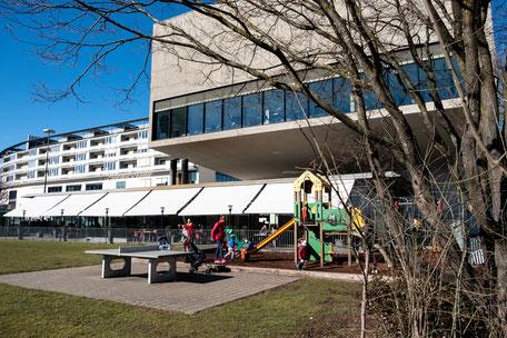Restaurant Gemelli Terrasse mit Spielplatz