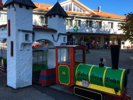 kinderfreundliches Restaurant Sedel mit Spieleisenbahn