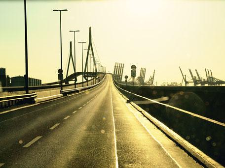 Fahrt über die Köhlbrandbrücke