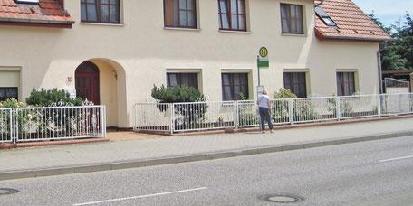 Bushaltestelle Belziger Str. direkt vorm Eingang zum Ruhesitz Golzow