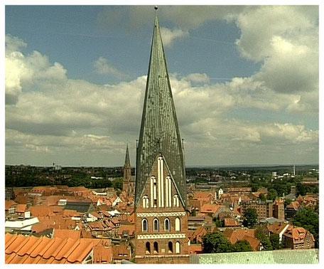 Blick vom Wasserturm auf die St. Johannis Kirche