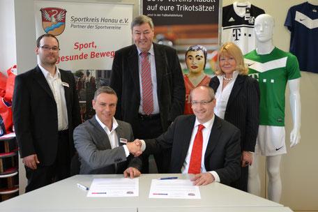 Foto: Holger Hackedahl / Auf dem Bild v.l.n.r.: Daniel Holz, Dino Gizzi, Dr. Rolf Müller, Stefan Bahn, Sieglinde Weber
