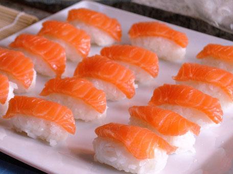 15 feinste Lachs Sushi Nigiri Platte von SEIYA SAN SUSHI für jeden Anlass