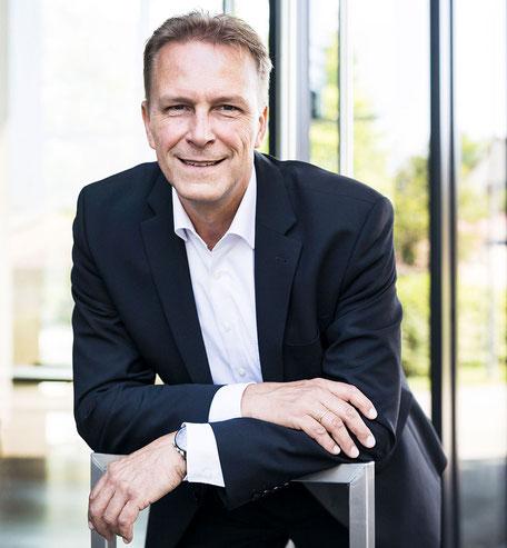 Ich bin Ihr Verkaufstrainer Thomas Pelzl für Vertriebsschulungen, Vertriebsseminare, Telefontraining, Kundenakquise sowie Messetraining