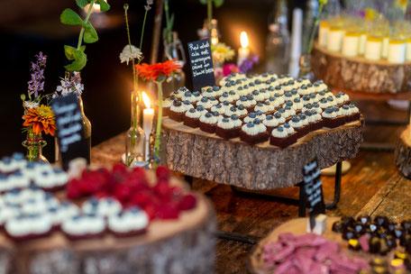 sweet table; cake; wedding; bruidstaart; bruiloft; lekkernijen; redvelvet; chocolade;