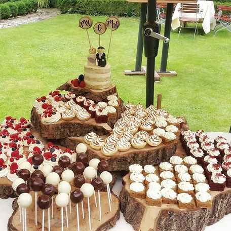 sweet table meringue cakepop red velvet bruiloft wedding taart bruidstaart
