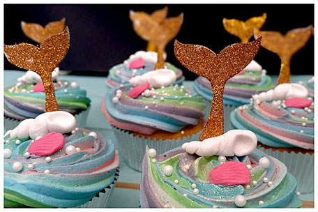 cupcakes cupcake custom made glitters traktatie toetjes zeemermin op maat handgemaakt versieren bakker bakster cupcakes minicupcake lekker botercreme kleuren