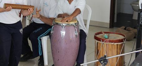 Sonderprojekte heißt Musikinstrumente und Büroausrüstung kaufen Kolumbien direkt e.V.