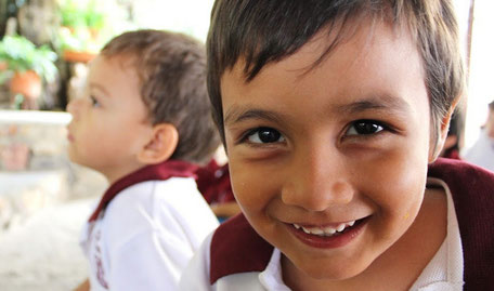 Grundschüler Colegio Ekklesia Kolumbien direkt e.V.