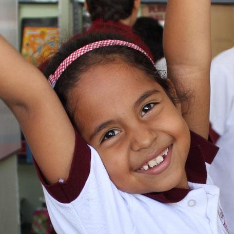 Mädchen des Colegio Ekklesía. Kolumbien direkt e.V. vermittelt Patenschaften.