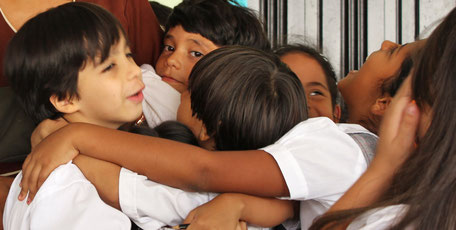Kinder des Colegio Ekklesía in Cali, Kolumbien