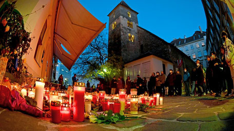 Eine Gedenkstätte vor der Ruprechtskirche.  Foto: APA / Barbara Gindl