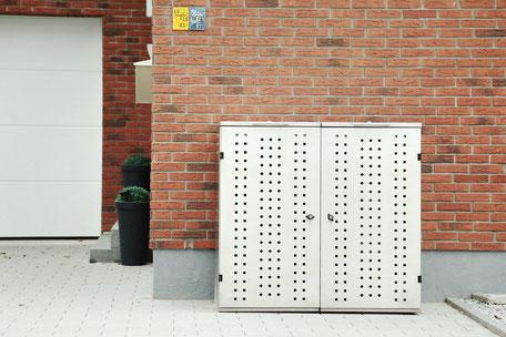 Mülltonnenbox mit geschliffener Edelstahl Oberfläche