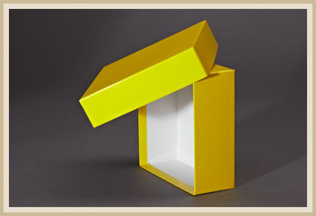 Gelb bezogener Stülpdeckelkarton