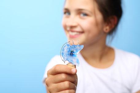 Herausnehmbare Zahnspangen für Kinder bei Dr. Wiesner Gröbenzell